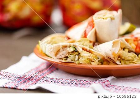 tortillas with dipの寫真素材 [10596125] - PIXTA