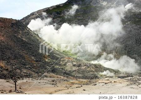 硫黃山の煙の寫真素材 [16387828] - PIXTA