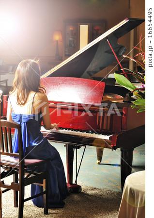 綺麗 ピアノ 弾く イラスト ~ イラスト畫像ギャラリー