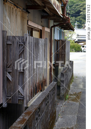 古くなった建築物の寫真素材 [25057632] - PIXTA