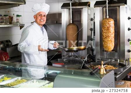 Man Chef Serving Fresh Kebabの写真素材 [27324758] Pixta