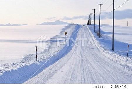 白い雪道・北海道富良野の寫真素材 [30693546] - PIXTA