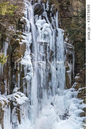 凍りついた滝の寫真素材 [43979696] - PIXTA