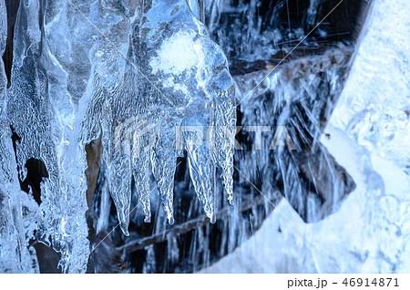 凍りついた水車のアップの寫真素材 [46914871] - PIXTA