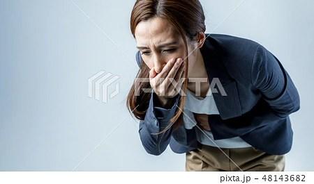 吐き気を催す女性の寫真素材 [48143682] - PIXTA