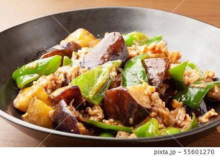 ナスとピーマンの肉味噌炒めの寫真素材 [55601270] - PIXTA