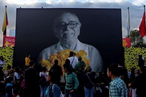 Gabriel_Garci__a__Ma__rquez1_246670748 في ذكرى رحيل ماركيز .. الصحافة تأسر صاحب  مائة عام من العزلة أدب و فنون