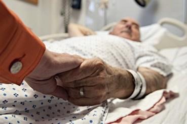 malade_vieux_homme_770318842 دراسة: فقدان كتلة العضلات يهدد حياة كبار السن المزيد