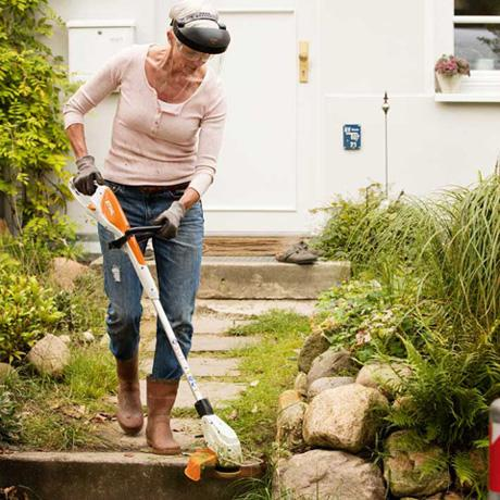 How to Remove Weeds from Lawn - Brush Cutter for Weeds
