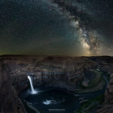 Milky way over Palouse Falls