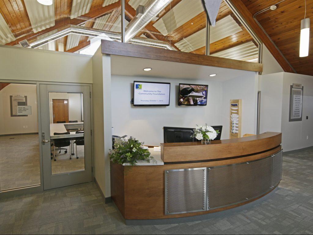 Veneer & steel desk with hardwood header