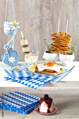 Bayerisches Buffet Zum Oktoberfest Stockfotos Und