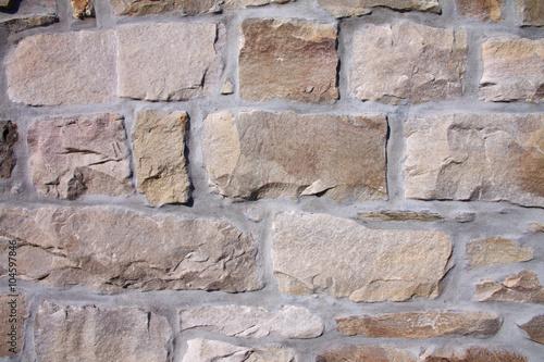 Sandgestrahlte und verfugte Sandstein-Bruchsteinmauer eines