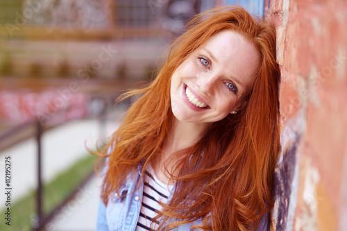 Schne Frau Mit Blauen Augen Und Roten Haaren Stockfotos