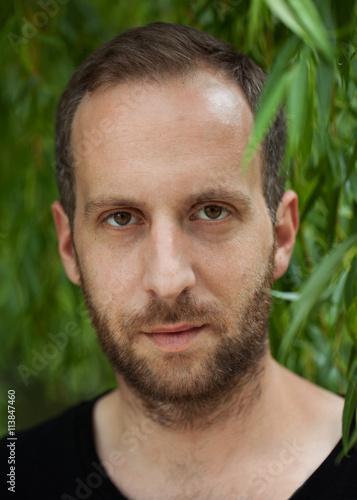 Portrait Von Jungem Mann Mit 3 Tage Bart Stock Photo And