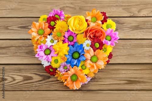 Blumen  Herz  Dekoration Stockfotos und lizenzfreie Bilder auf Fotoliacom  Bild 149627056