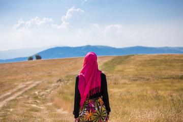 Ibtihaj è un'ispirazione per innumerevoli ragazze che non si sono mai viste rappresentate e, onorando la sua storia, speriamo che questa bambola. 103 173 Muslim Girl Wall Murals Canvas Prints Stickers Wallsheaven