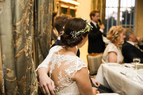Trauzeuge hlt eine Rede fr das Brautpaar Fotos de archivo e imgenes libres de derechos en