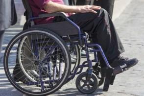 Le lesioni spinali che costringono migliaia di persone in sedia a rotelle possono essere curate attraverso le nano-protesi nervose