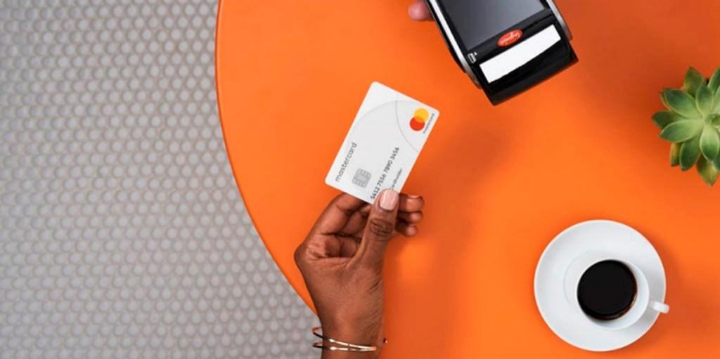 Sobran las razones para dejar de usar efectivo, con Débito Mastercard libérate del papel moneda.