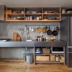 Kitchen Trash Bin Ikea Cabinet Installation 你家厨房的垃圾桶 藏 在哪里 懒人装修告诉你 太原装修 太原装修公司 厨房一定要非常协调 搭配很重要的 主要以灰色为主的厨房 选择一个锡质垃圾桶则是一个明智的选择 坚固耐用的外表和绝佳的外表融合在一起 简直完美