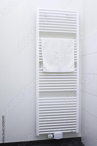 Heizung Badezimmer Stockfotos und lizenzfreie Bilder auf Fotoliacom  Bild 21065191