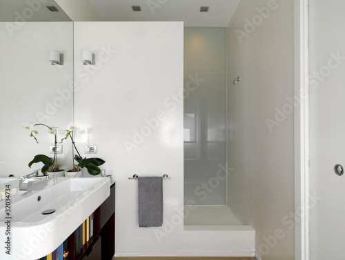bagno moderno con lavabo e doccia in muratura Immagini e Fotografie Royalty Free su Fotolia