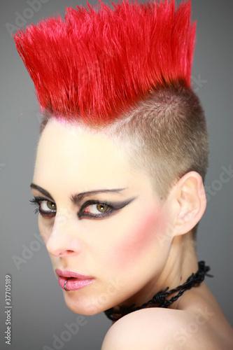 """Frau Mit Rotem Iro Punk"""" Stockfotos Und Lizenzfreie Bilder Auf"""
