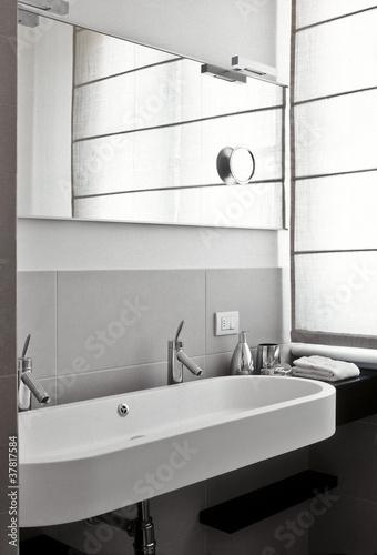 bagno moderno con doppio lavabo Immagini e Fotografie Royalty Free su Fotoliacom  File 37817584