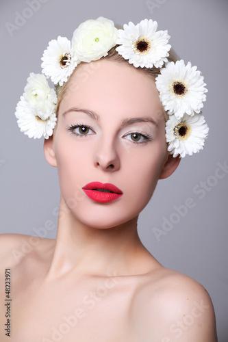 blumenkranz im haar Stockfotos und lizenzfreie Bilder