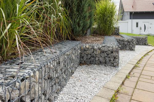 """Gabionen Im Garten"""" Photo Libre De Droits Sur La Banque D'images"""