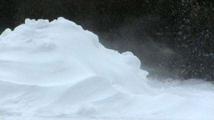Bilder und Videos suchen schneehaufen