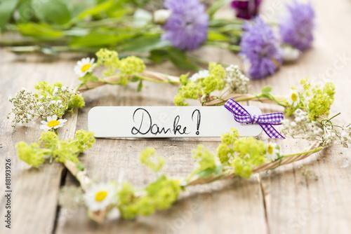 Blumen mit Dekoration und Anhnger Danke Stockfotos