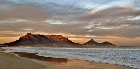 See the handpicked table mountain wallpaper images and share with your frends and social sites. 54 656 Table Mountain Wall Murals Canvas Prints Stickers Wallsheaven