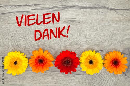 Blumen auf Holzhintergrund Vielen Dank Stockfotos und