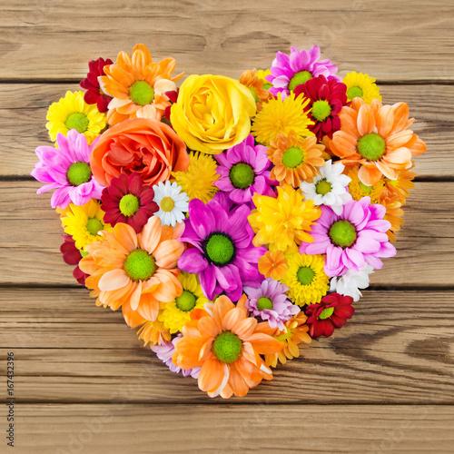Herz aus Blumen Stockfotos und lizenzfreie Bilder auf Fotoliacom  Bild 167432396