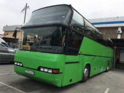 ビシュケク行の大型バス