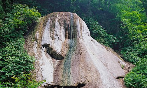 夏油温泉の石灰華(石灰華ドーム)