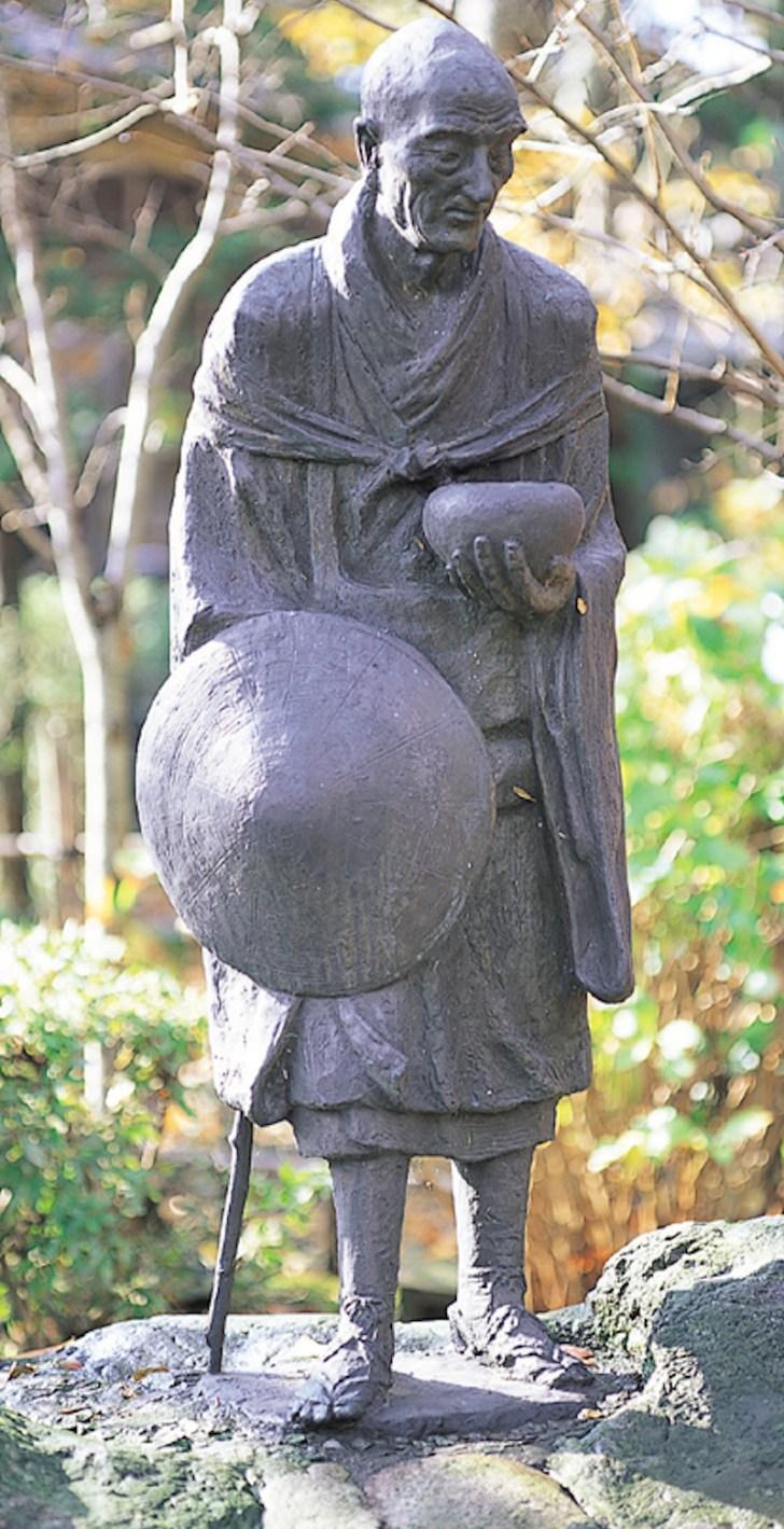 隆泉寺・良寛像