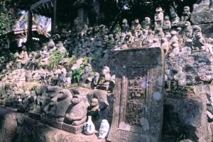 男岳神社石猿群