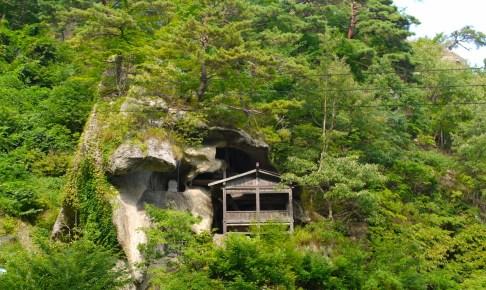 立石寺・修行の岩場