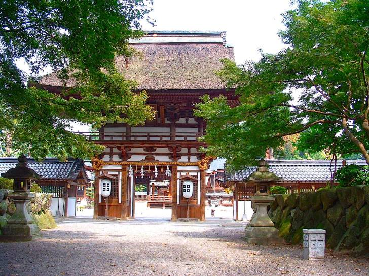 沙沙貴神社の楼門