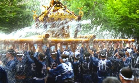 平泉水かけ神輿