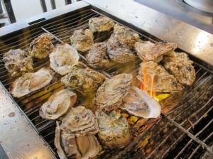 広島県廿日市市宮島町 牡蠣屋(かきや)の焼き牡蠣