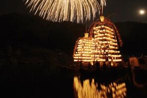 花火と万灯船