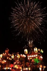 神輿と花火
