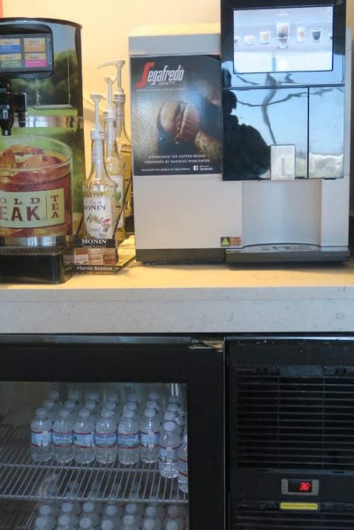 ラウンジの飲み物の画像