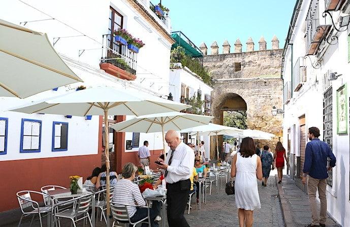 ユダヤ人街のカフェの画像