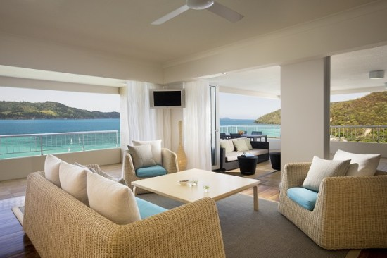 20141008-154-12-hamiltonisland-hotel