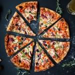 ピザ 食事 イタリアン
